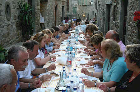 Communal dinner in Montefioralle
