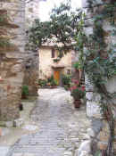 An entry lane at Montefioralle